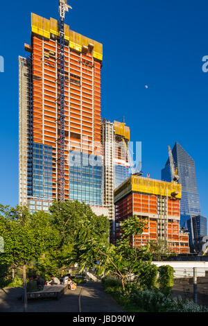 The Hudson Yards construction site (2017) with the end of the High Line. Midtown, Manhattan, New York City - Stock Photo