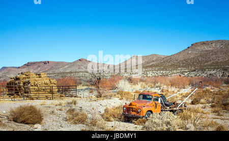 Tow Truck El Paso Tx >> Oldtimer Tow Truck In The Desert At El Paso Texas Usa Stock