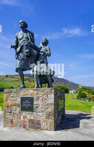 The Emigrants, memorial statue showing evicted Highlander family during Highland clearances at Helmsdale, Sutherland, - Stock Photo