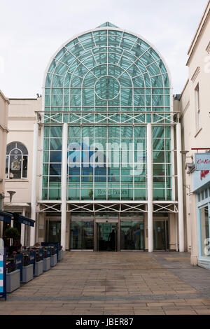 Back entrance to The Royal Priors shopping centre indoor mall / shopping arcade – as seen from Regent Street. Leamington - Stock Photo