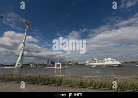 Greenwich, London, United Kingdom. 11th June, 2017. Silver Wind approaches the Thames cable car. In a rare happening, - Stock Photo