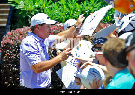Memphis, TN, USA. 09th June, 2017. Phil Mickelson signs autographs after completing the second round of the FedEx St. Jude Classic at TPC Southwind in Memphis, TN. Austin McAfee/CSM/Alamy Live News