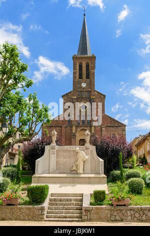 Eglise Saints Pierre et Paul in the small town of Jullié, Villefranche-sur-Saône, Rhône, Auvergne-Rhône-Alpes, France - Stock Photo