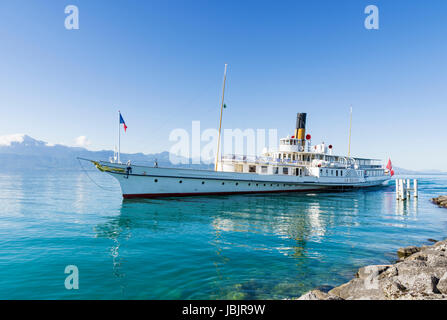 Belle Epoque paddle steamer La Suisse arriving in the port of Lausanne-Ouchy, Lausanne, Switzerland - Stock Photo