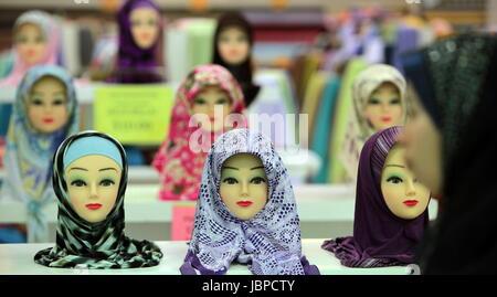 Kopftuecher in einem Shopping Center im Zentrum der Hauptstadt Bandar Seri Begawan im Koenigreich Brunei Darussalam - Stock Photo