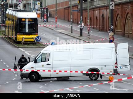 Berlin, Germany. 12th June, 2017. Police officers investigate a suspicious object found on a tram on the M10 line - Stock Photo