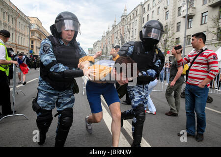 Moscow, Russia. 12th June, 2017. Police officers detain a participant in an Russian opposition activist Alexei Navalny's - Stock Photo