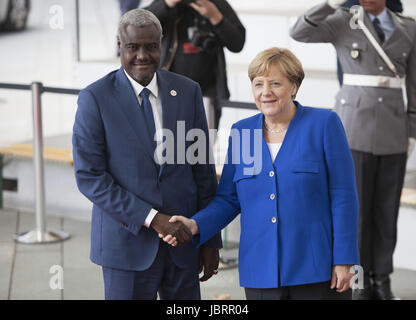 Berlin, Germany. 12th June, 2017. German Chancellor Angela Merkel is Seen Greeting The chairperman of the African - Stock Photo