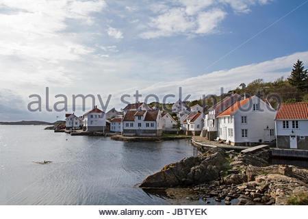 Loshavn - der kleine idyllische Ort mit seinen weißen Holzhäusern ist immer einen Besuch wert - Stock Photo