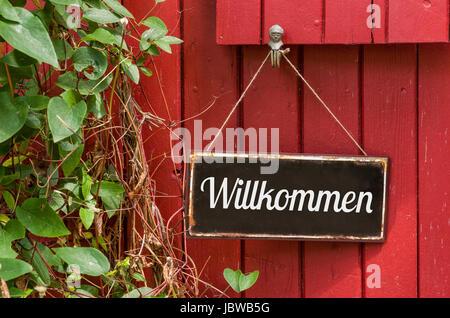 Altes Blechschild mit Aufschrift Willkommen - Stock Photo