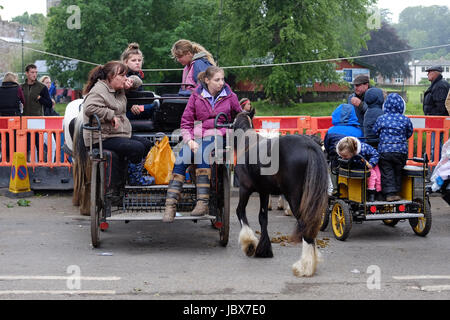 Women and children in a horse drawn cart at the Appleby Horse Fair - Stock Photo