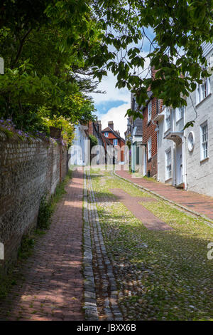 A view of the pretty Keere Street in the historic town of Lewes in East Sussex, UK. - Stock Photo