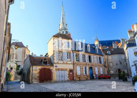 France, Allier (03), Moulins, la place de l'Ancien palais et le clocher de la cathédrale // France, Allier, Moulins, - Stock Photo