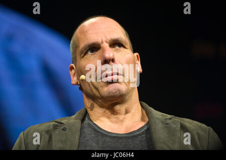 Yanis Varoufakis Greek economist academic & politician speaking on stage from lectern at Hay Festival of Literature - Stock Photo