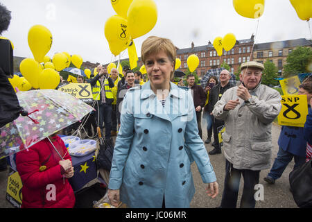 The First Minister Nicola Sturgeon pays a visit to Patrick Farmers Market in Glasgow as part of the SNP campaign - Stock Photo