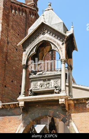 Tomb of podesta of Verona Guglielmo da Castelbarco over arch of Sant'Anastasia Church, Italy - Stock Photo