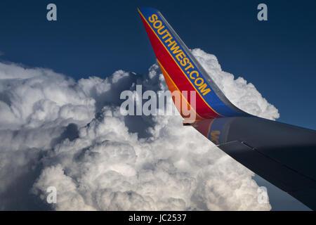 Denver, CO, USA. 11th June, 2017. JUNE 11, 2017 - Denver, Colorado, USA - A Southwest Airlines 737 flies nears thunderclouds - Stock Photo