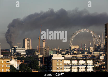 London, UK. 14th June, 2017. Huge fire at Grenfell Tower seen from south east London © Guy Corbishley/Alamy Live - Stock Photo