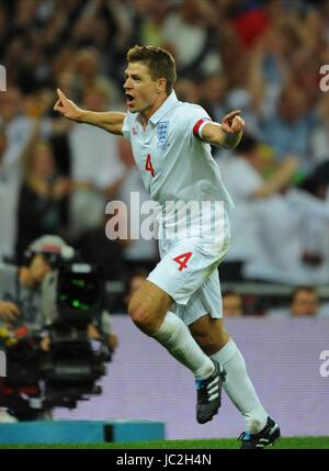 STEVEN GERRARD CELEBRATES 2ND GOAL, ENGLAND, ENGLAND V HUNGARY, INTERNATIONAL FRIENDLEY, 2010 - Stock Photo