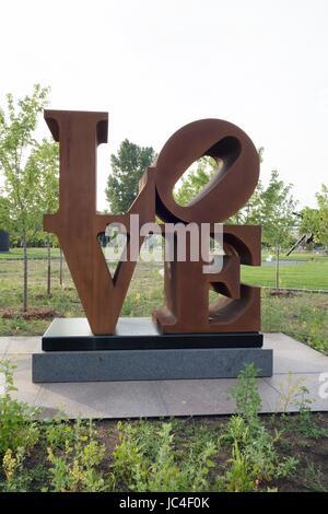 'Love' by Robert Indiana, at the Walker Sculpture Garden in Minneapolis, Minnesota, USA. - Stock Photo