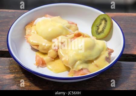 Eggs Benedict with smoked salmon, Kiwi Cafe, Chester, Nova Soctia, Canada - Stock Photo
