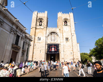 Lisbon, Portugal. 13th June, 2017. Se de Lisboa Cathedral during celebreations of Saint Anthony in June 2017. Credit: - Stock Photo