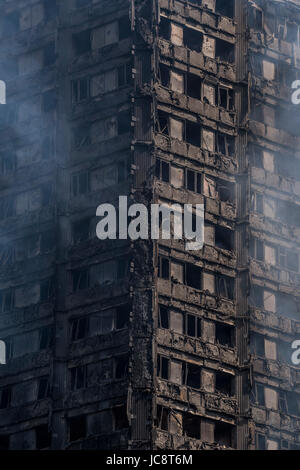 London, UK. 14th June, 2017. Grenfell Tower - The charred remains of the tower block that caught fire last night - Stock Photo
