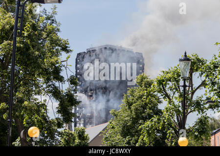 London, UK. 14th June, 2017. Grenfell Tower fire in London. Credit: Andy Morton/Alamy Live News - Stock Photo