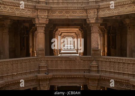 Ornately carved stonework of the Adalaj Stepwell on the outskirts of Ahmedabad, Gujarat, India. Built circa 1499. - Stock Photo