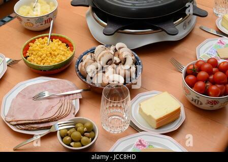 ... Raclette, Tisch, Gedeckt, Gedeckter Tisch, Essen, Lebensmittel,  Raclette Grill