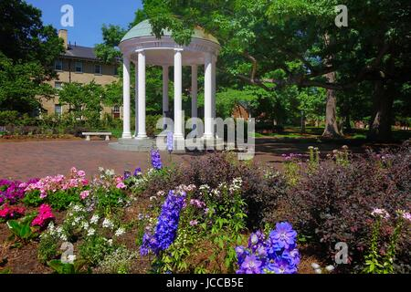 The Old Well, symbol of the Unversity of North Carolina, Chapel Hill, North Carolina. The well is enclosed in a - Stock Photo