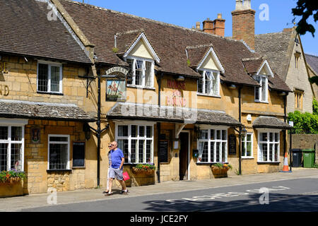 Tourists In Broadway Village Cotswolds Worcestershire