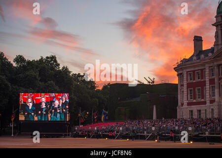 Horse Guards Parade, London UK. 15th June 2017. In the grand finale of Beating Retreat, the entire massed company of musicians play 'Here's to the Heroes' as the setting sun lights up the sky above central London. Credit: Malcolm Park / Alamy Live News.