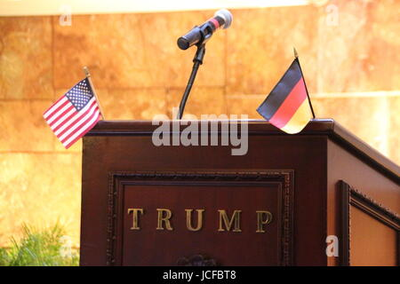 New York, USA. 15th June, 2017. The German-American Hall of Fame is pictured during the ceremonial entry of actress - Stock Photo