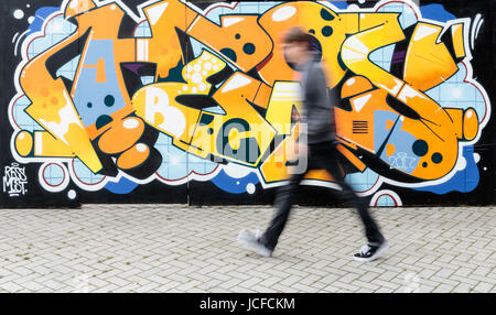 Hamburg, Germany. 16th June, 2017. A man walks past a wall, which is available for all visitors and their designs - Stock Photo