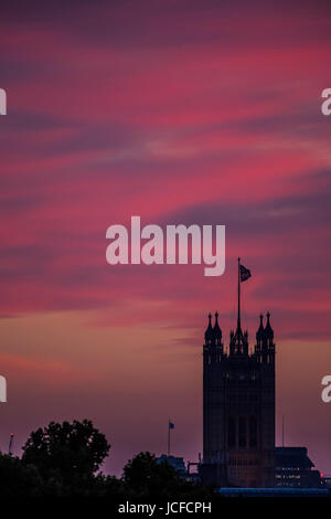London, UK. 15th June, 2017. The Palace of Westminster. The sun sets over central London. London, 15 Jun 2017 Credit: - Stock Photo