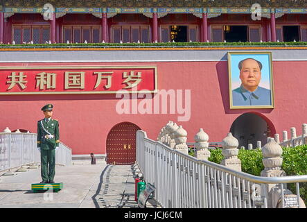 Soldier standing on guard in front of Gate of Heavenly Peace, Tiananmen Square, Beijing, China - Stock Photo