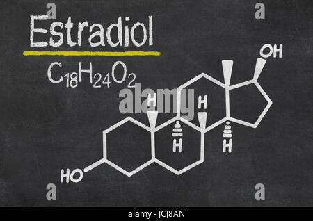 Schiefertafel mit der chemischen Formel von Estradiol - Stock Photo