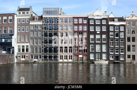 17th century waterfront houses between Warmoesstraat and Damrak canal, central Amsterdam, Netherlands. (Seen from - Stock Photo