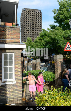 London, UK. 15th Jun, 2017. Residents cleaning up one day after the Grenfell Tower fire. The Grenfell Tower fire - Stock Photo