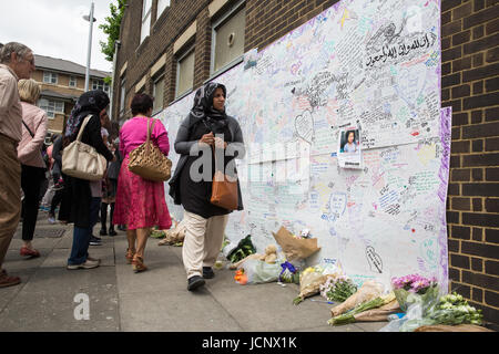 London, UK. 16th June, 2017. A woman glances at the Wall of Remembrance at Latymer Community Church for the victims - Stock Photo