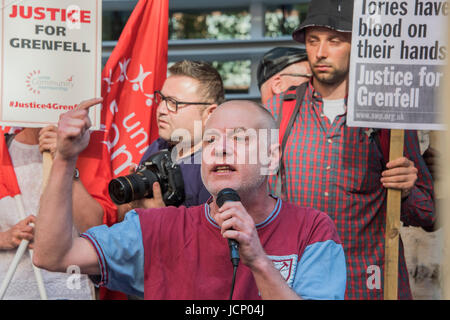Westminster, London, UK. 16th June, 2017. A local resident addresses a passionate crowd at the Home Office - Protestors - Stock Photo