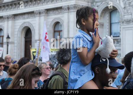London, UK. 16th June, 2017. Justice for Grenfell Tower 16 June 2017 evening: protestors outside Downing Street, - Stock Photo