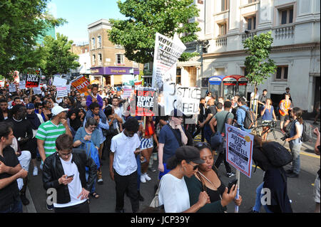 London, UK. 16th June, 2017. Protestors marching through the streets of Kensington & Chelsea on their way to Grenfell - Stock Photo