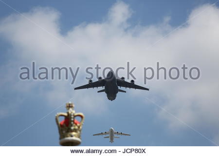 London, UK. 17th June, 2017. A C-17 Globemaster III, and a BAe 146 of the Royal Air Force flypast over The Mall - Stock Photo