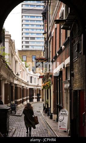 UK, London, Southwark, King's Head Yard, alleyway running from Borough High Street - Stock Photo