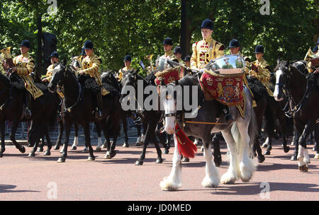 UK. 17th June, 2017. June 17, 2017 - General views at Trooping The Colour 2017 along the The Mall in Central London, - Stock Photo