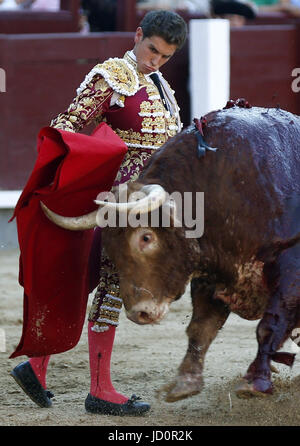 Madrid, Spain. 17th June, 2017. Spanish bullfighter Gines Marin performs a pass on his first bull during the 'Culture' - Stock Photo