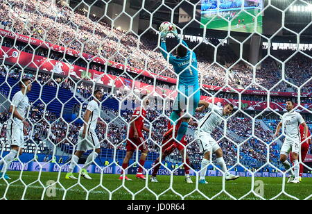 St Petersburg, Russia. 17th June, 2017. New Zealand's goalkeeper Stefan Marinovic (front) in action in the 2017 - Stock Photo