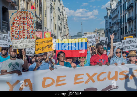 Madrid, Spain. 17th June, 2017. Hundreds of people of all ages and nationalities marched in Madrid to demand that - Stock Photo